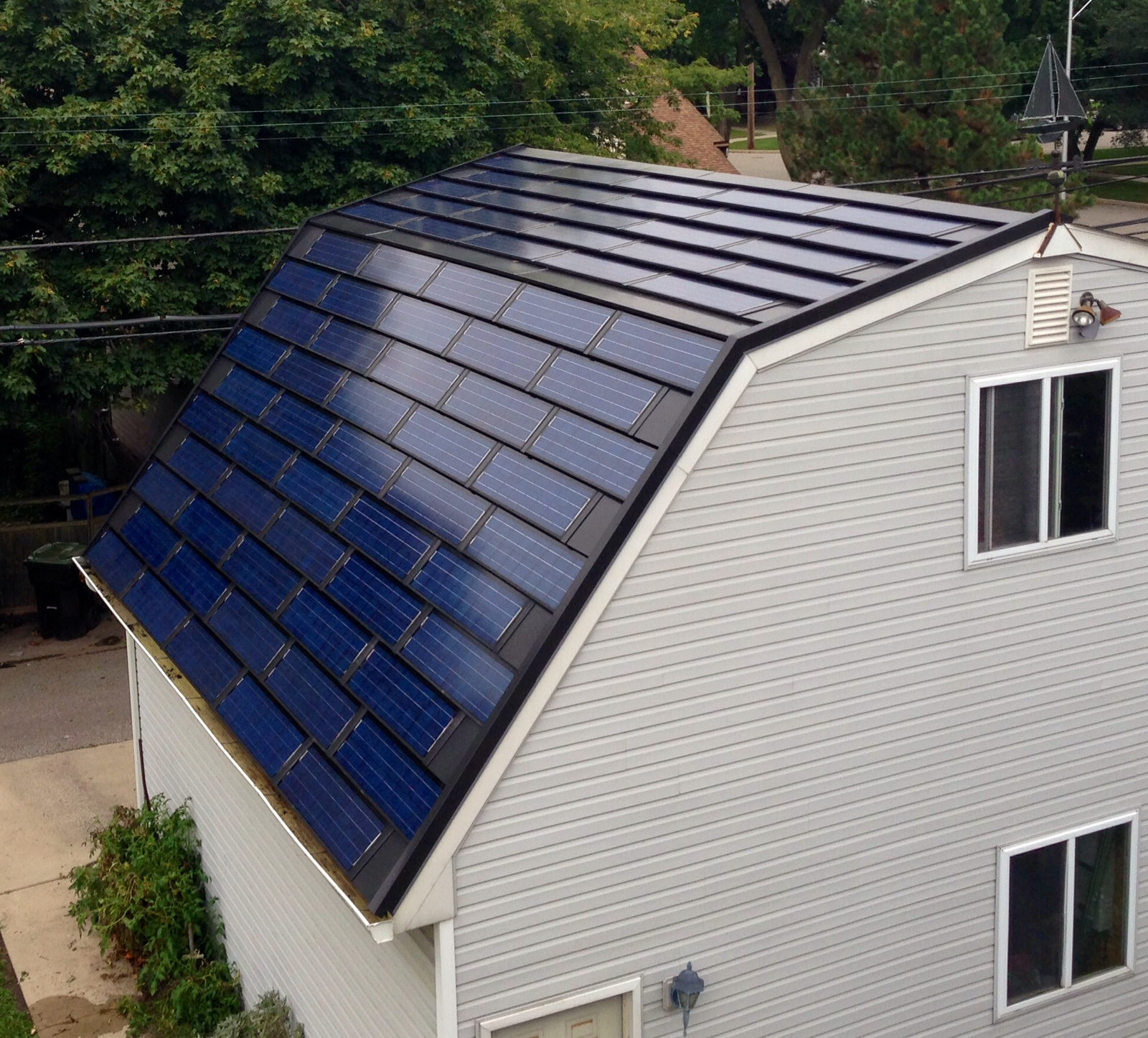 Solar Panel Roof Shingles >> Are Solar Shingles Changing The Face Green Energy